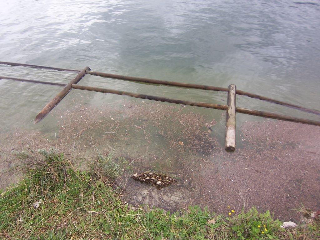 La piena del lago ha eroso parte delle sponde