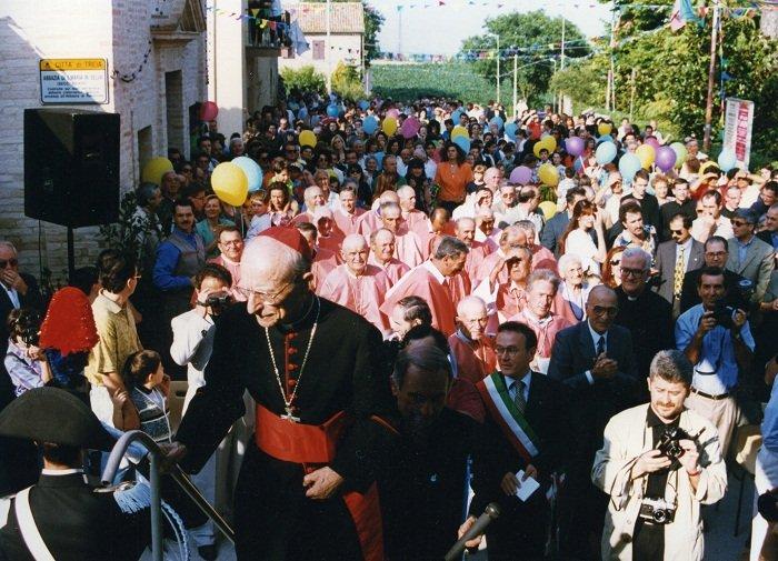 Il cardinal Tonini alla cerimonia per il 50esimo anniversario della parrocchia di Santa Maria in Selva