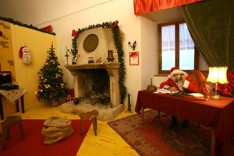 Babbo natale apre la sua casa l 8 dicembre cronache maceratesi - Taverna di casa ...