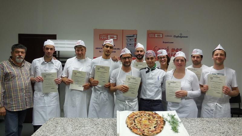 Confartigianato consegna gli attestati a 9 nuovi pizzaioli - Tappeto di giunchi ...