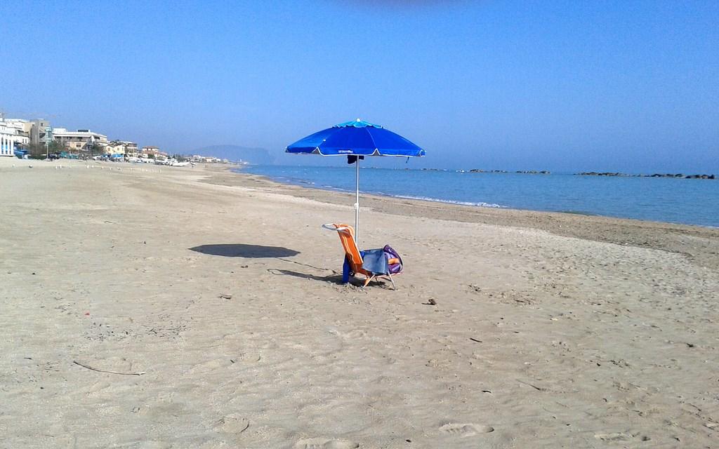 Nudismo in spiaggia multati sei turisti cronache maceratesi for Lungomare elevato