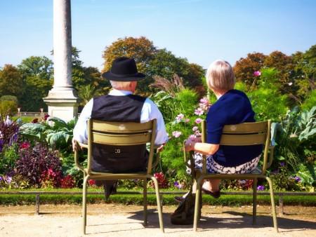 Risultati immagini per una coppia anziana che discute