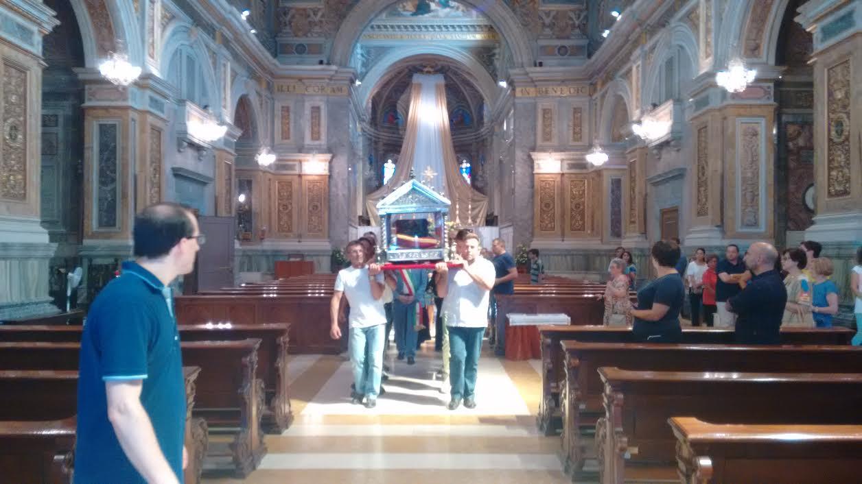 San nicola torna a casa partito il pellegrinaggio delle for Due case di tronchi storia