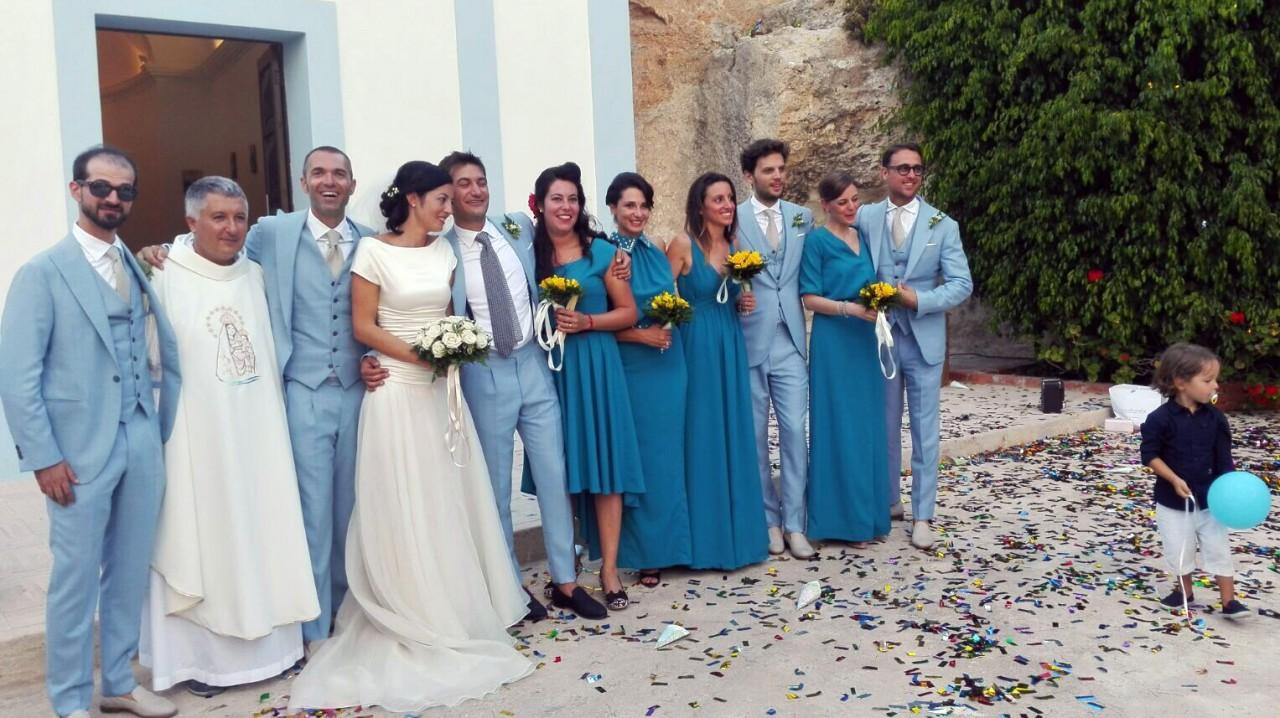 Matrimonio In Spiaggia Lampedusa : In viaggio per le nozze coppia maceratese si sposa a lampedusa