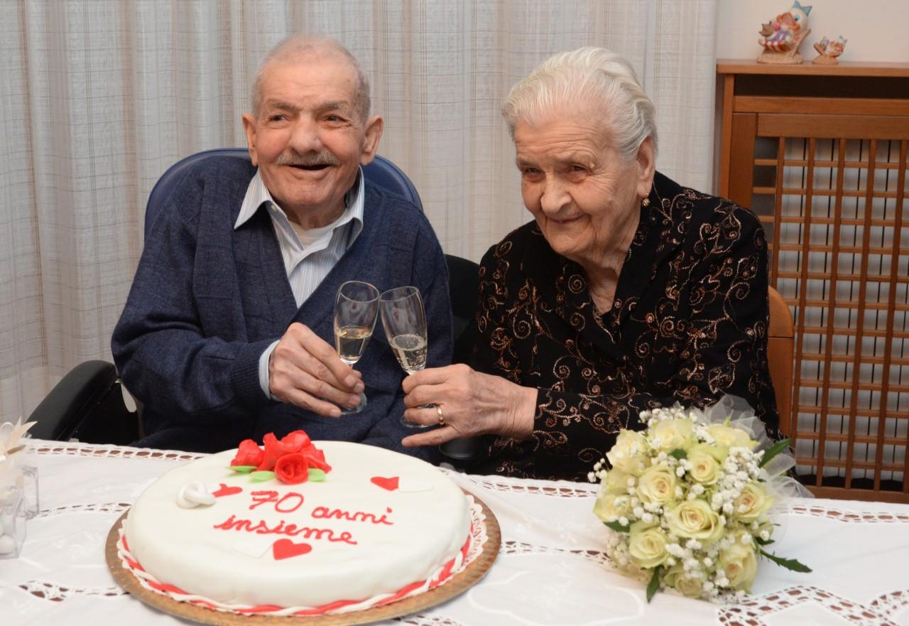Anniversario Di Matrimonio 70 Anni.Nanni E Rosa 70 Anni Insieme La Famiglia Siete Un Esempio D