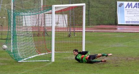 Il gol del raddoppio realizzato da Fioretti