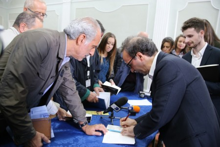 Giulio Silenzi, vicesindaco di Civitanova, chiede un autografo