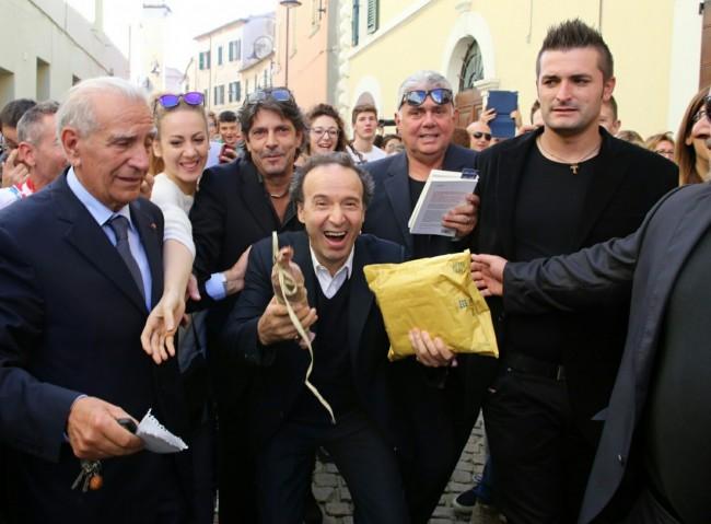 Roberto Benigni con il ciauscolo