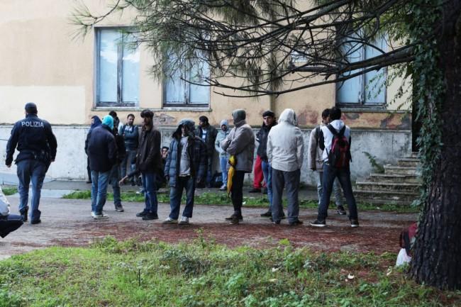 Il grande inganno dell accoglienza troppi migranti in - Tappeto di giunchi ...