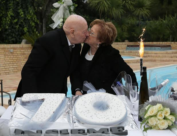 Anniversario Di Matrimonio 70 Anni.Sposati Da 70 Anni Nozze Di Ferro Rossoblu Cronache Maceratesi