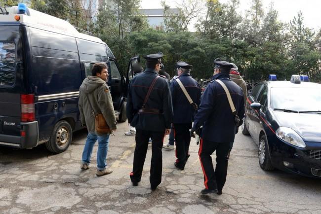 Due clandestini espulsi dopo il blitz all hotel house for Regolarizzare badante senza permesso di soggiorno