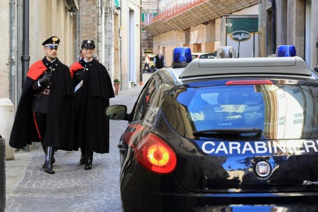 Carabinieri in uniforme speciale pattugliano il centro | Cronache