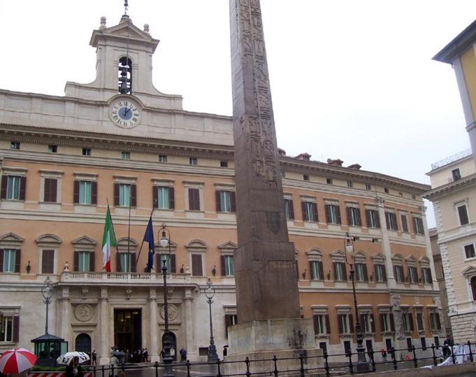 Banca marche le proposte salva investitori partita la for Roma parlamento