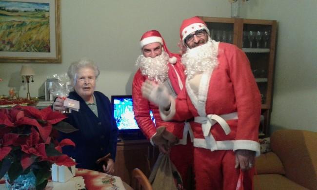 Visita Babbo Natale.Babbo Natale Visita Anziani E Malati Il Grazie Delle