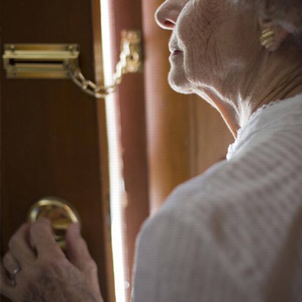 furti-agli-anziani.jpg (610×610)