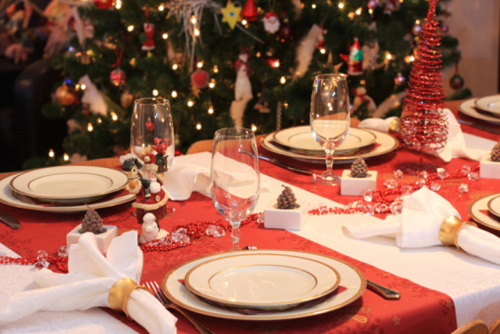 Natale la tradizione a tavola con i men di - Addobbi natalizi per tavola da pranzo ...