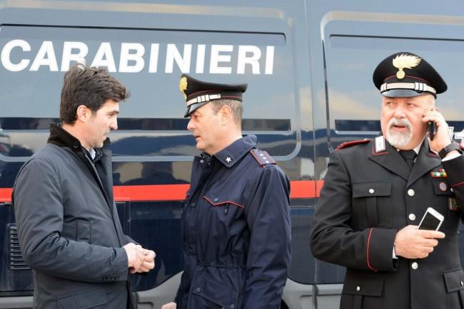 Il capitano Enzo Marinelli con con comandante dei carabinieri di Porto Potenza Salvatore Artese e il sindaco Francesco Acquaroli