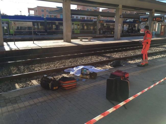 Civitanova - Tragedia lungo la linea adriatica, 20enne investita da un treno