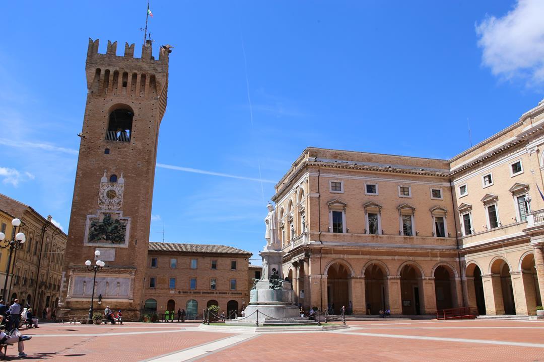 Recanati piazza Leopardi torre civica_Foto LB (3)