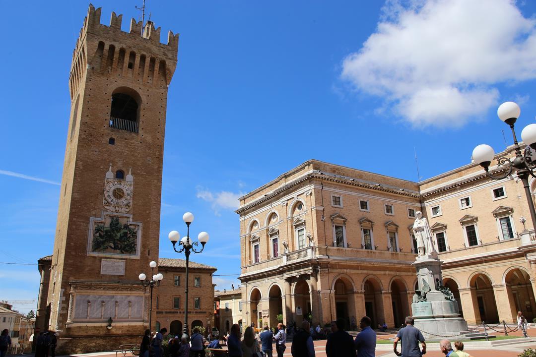 Recanati piazza Leopardi torre civica_Foto LB (4)