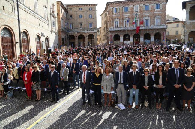 festa del laureato 2016 unimc piazza foto ap (2)