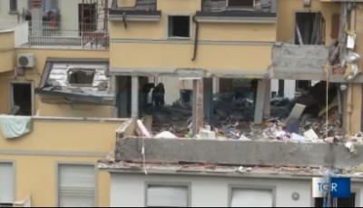Milano, crolla una palazzina: almeno un morto