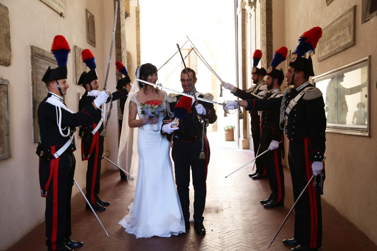 Matrimonio In Alta Uniforme : Matrimonio nell arma il maresciallo mammarella sposa