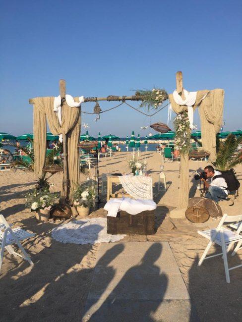 Matrimonio Spiaggia Nettuno : Matrimonio in spiaggia lo sposo arriva barca