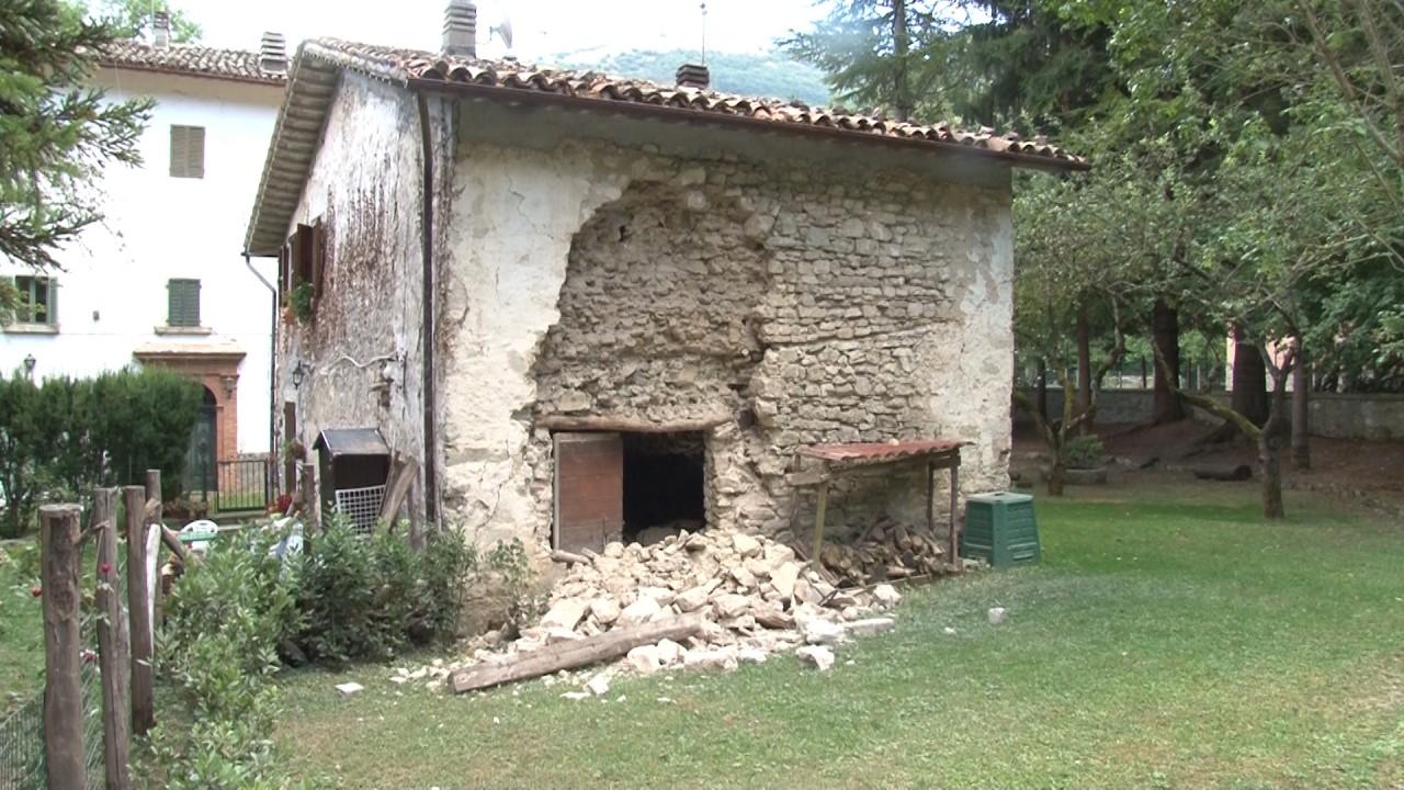 Terremoto epicentro vicino castelsantangelo evacuata la casa di riposo cronache maceratesi - Cornicione casa ...