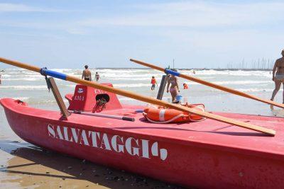 Senigallia, bimbo rischia di annegare in mare. Salvato da un'infermiera in vacanza