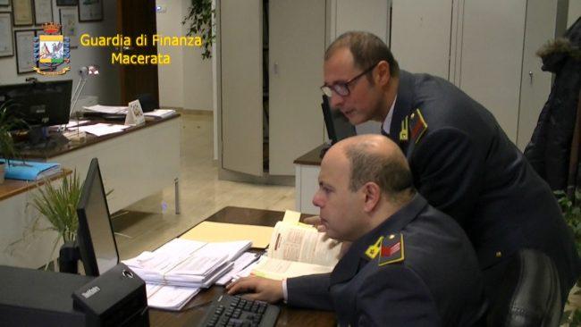 Macerata, denunciati tre docenti Nei guai anche consigliere regionale