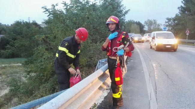 Si getta da un ponte, dramma a Sforzacosta di Macerata