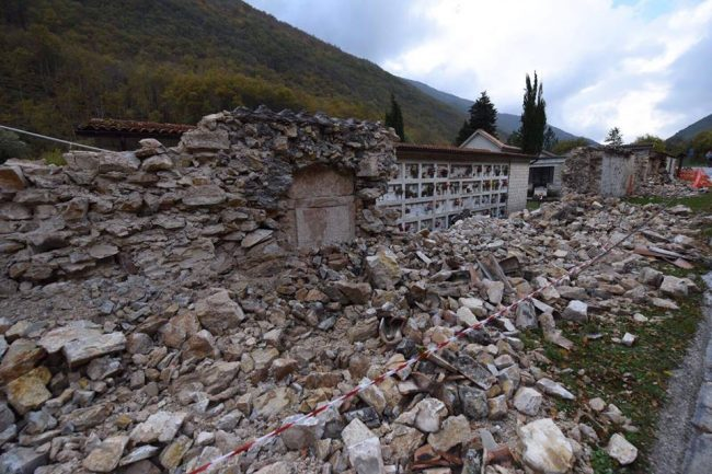 castelsantangelo-cimitero-e-frana-terremoto-3-11-2016-de-marco-6