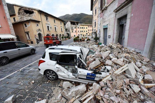 terremoto-zona-rossa-piazza-visso-fdm-13