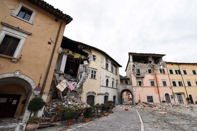 terremoto-zona-rossa-piazza-visso-fdm-15