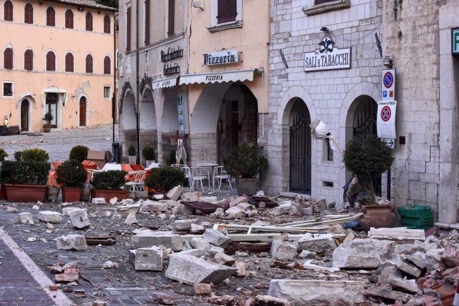 terremoto-zona-rossa-piazza-visso-fdm-5