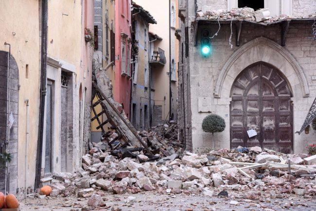 terremoto-zona-rossa-piazza-visso-fdm-7