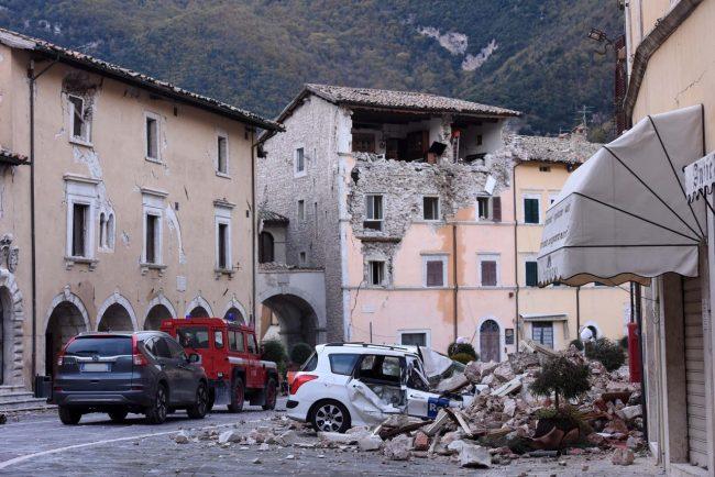 terremoto-zona-rossa-piazza-visso-fdm-8