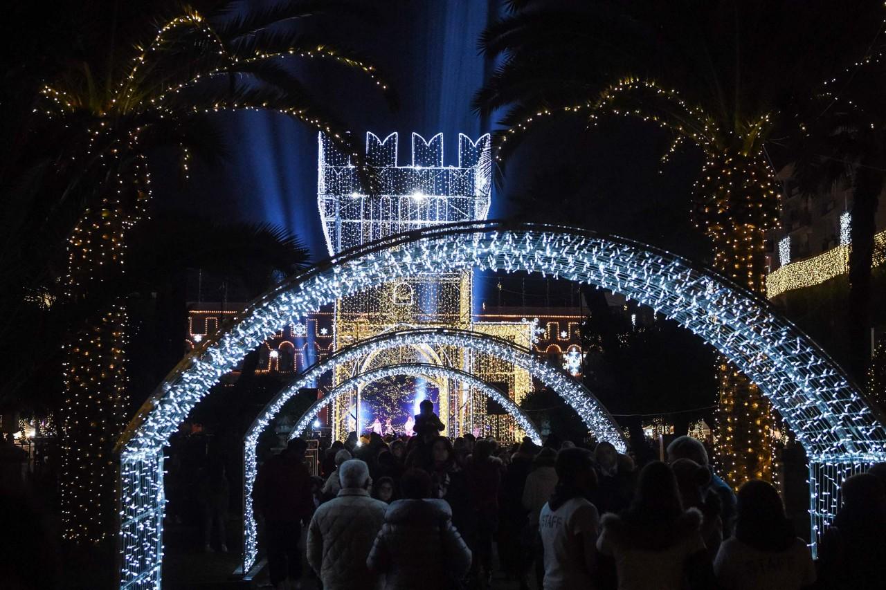 Ventimila luci per civitanova ville lumiere cronache for Interno 2 saluzzo capodanno