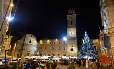 Una pista di ghiaccio in piazza mazzini cronache maceratesi - Mercatino di natale piazza mazzini roma ...