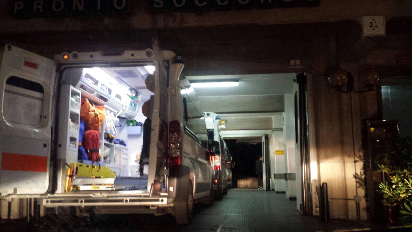 Risultati immagini per pronto soccorso ambulanza notte