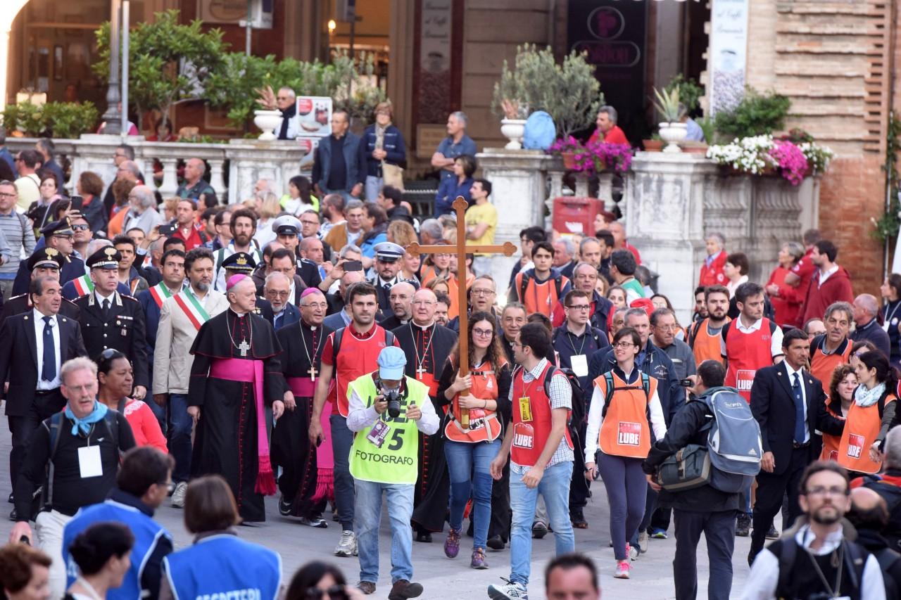 pellegrinaggio macerata - loreto - piazza - FDM (14)