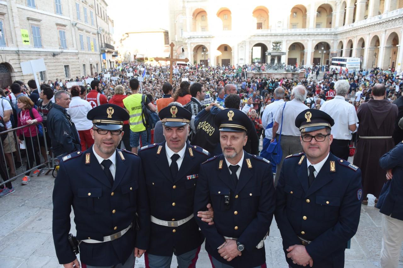pellegrinaggio macerata - loreto - piazza - FDM (7)
