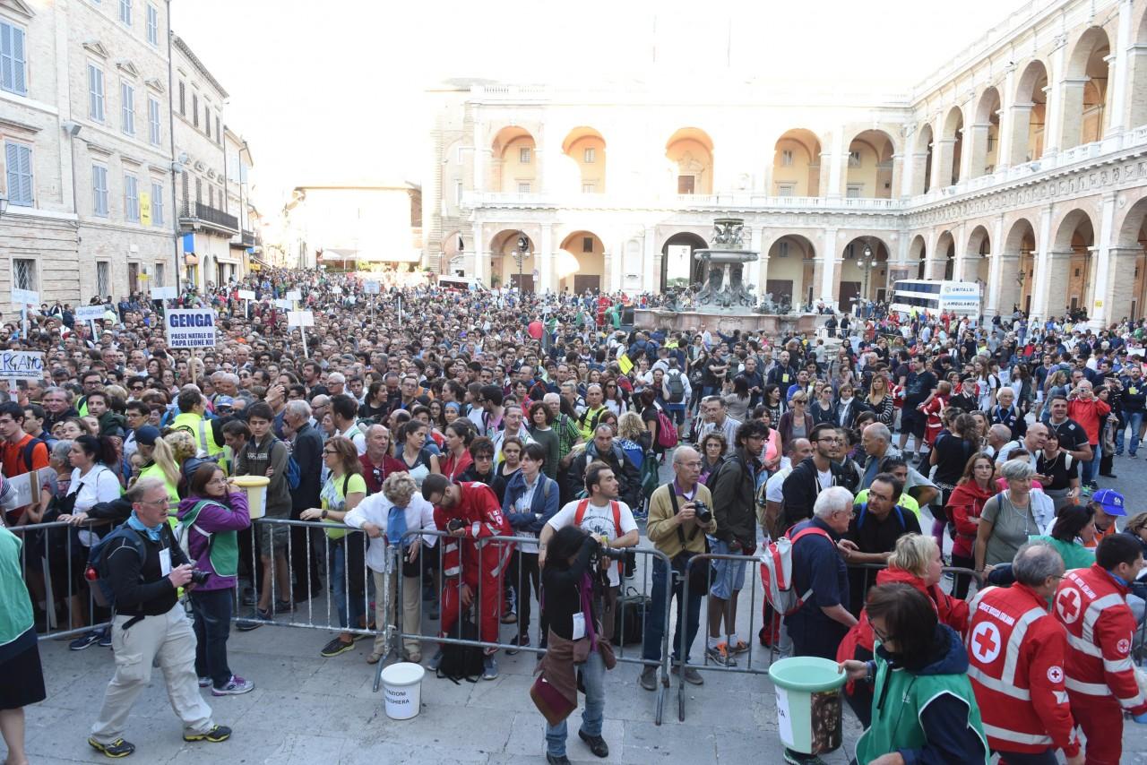 pellegrinaggio macerata - loreto - piazza - FDM (8)
