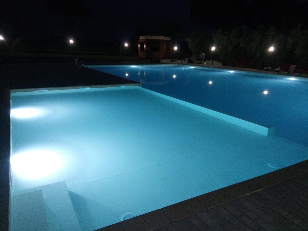 Notte di stelle e disco live in piscina a corridonia - Porno in piscina ...