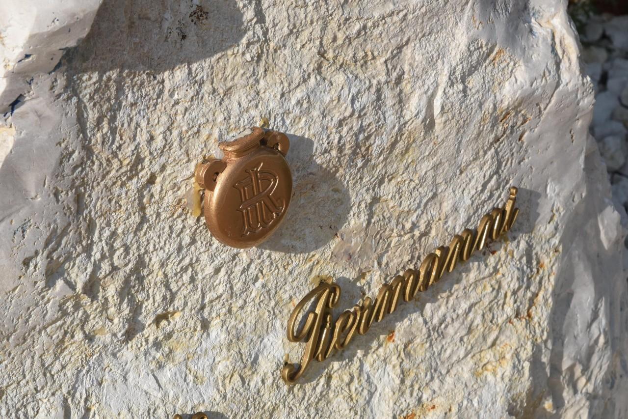 Scompare la fiamma dal monumento a piermanni cronache maceratesi - La fiamma gemelli diversi ...