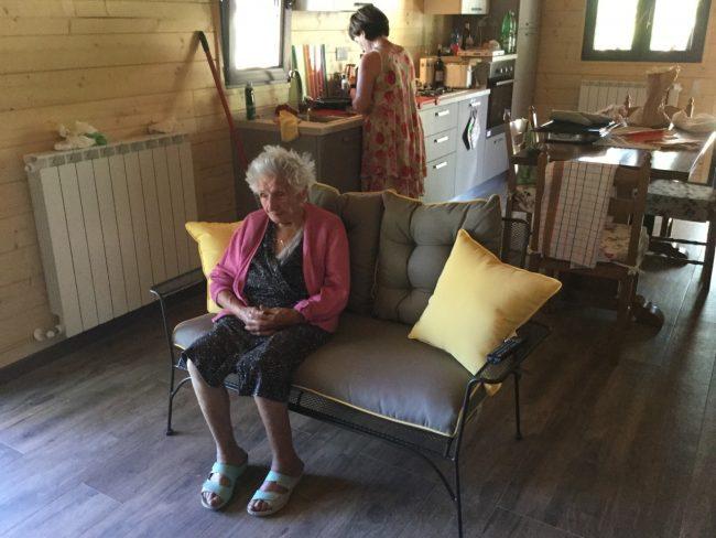 Terremoto: Giuseppina Fattori di 95 anni sfrattata dalla casetta di legno