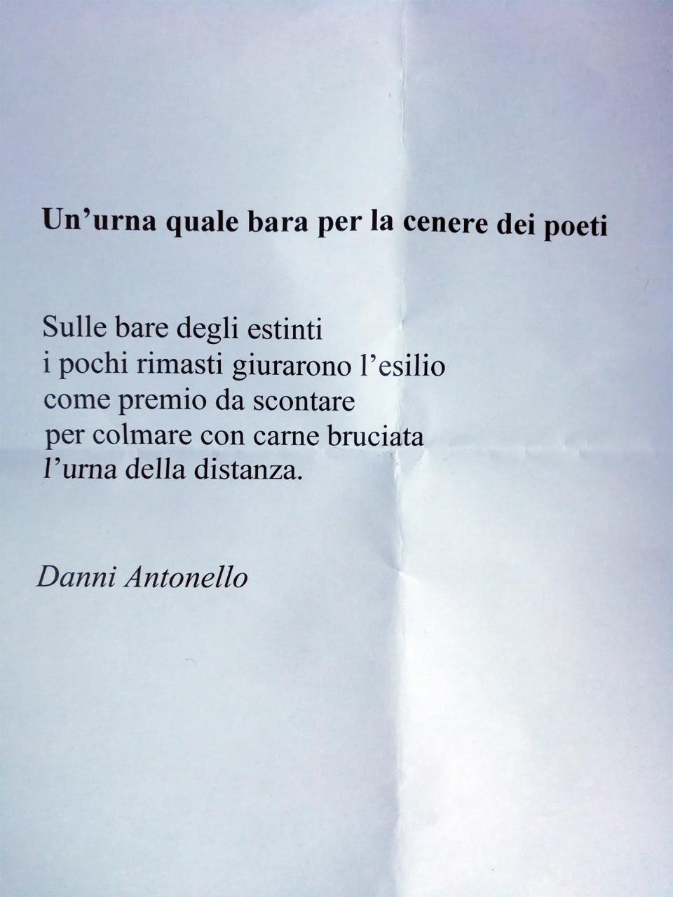 Favoloso Poesie e lacrime per Danni, commemorazione in piazza | Cronache  FH15