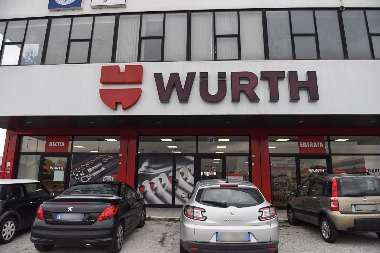 Banco Di Lavoro Wurth : Ladri nello store wurth colpo da mila euro cronache maceratesi