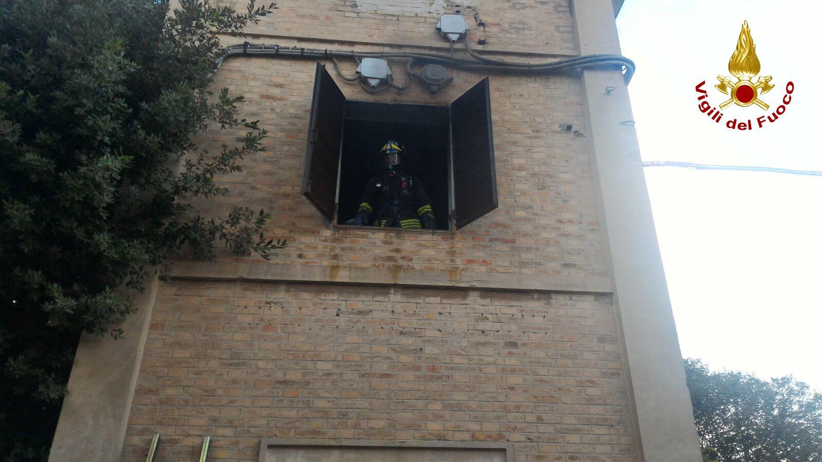 Fiamme nella cabina elettrica cronache maceratesi for Piani di cabina della torre di fuoco